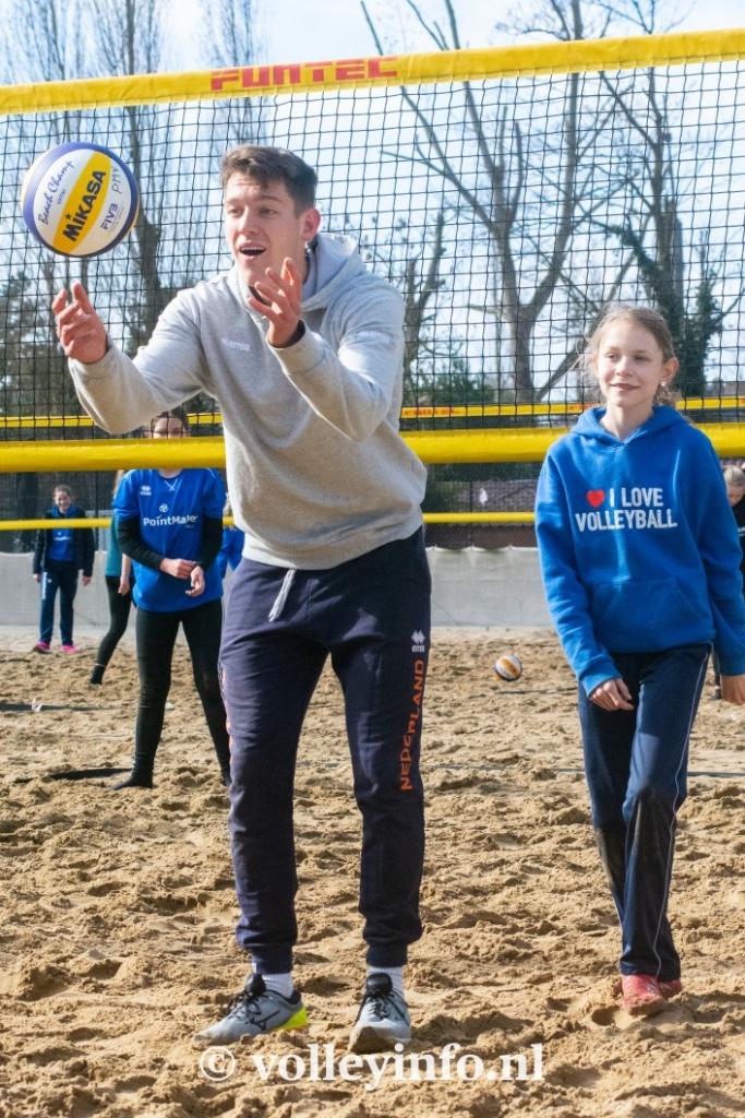 www.volleyinfo.nl-973